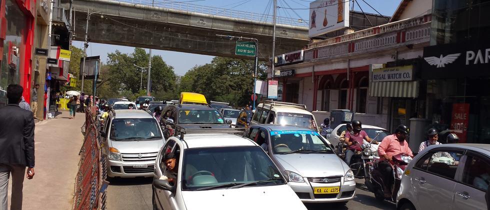 Indien: Mit Schrittgeschwindigkeit ins Auto-Wunderland