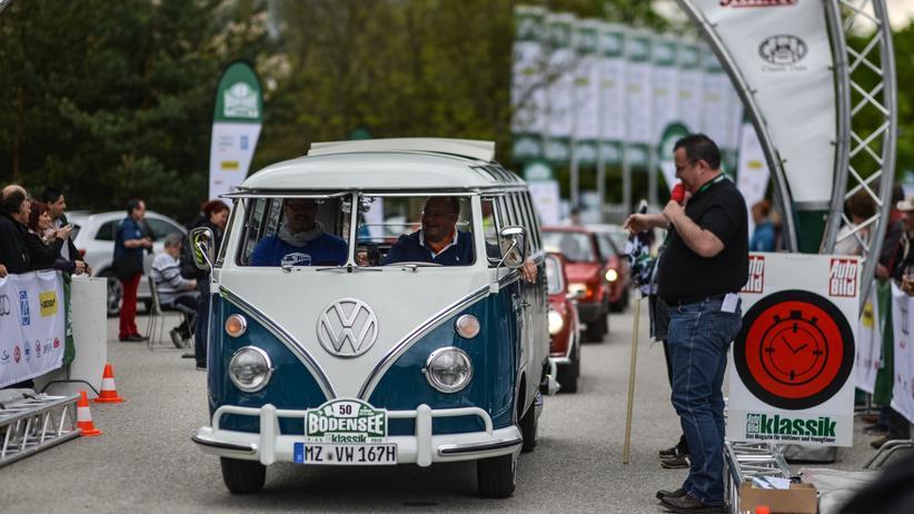 Ein alter Volkswagen Bulli bei der Bodensee Klassik