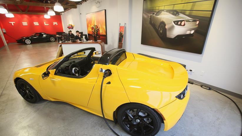 Elektroauto: Ein Tesla Roadster bei einem Händler in Chicago (Archivbild von 2011)