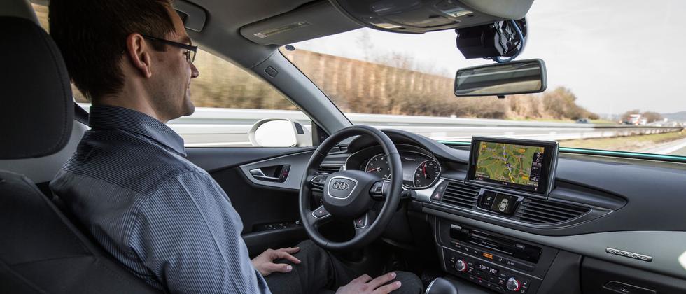 Fahrt im umgerüsteten A7, der auf der Autobahn von der Technik gesteuert wird