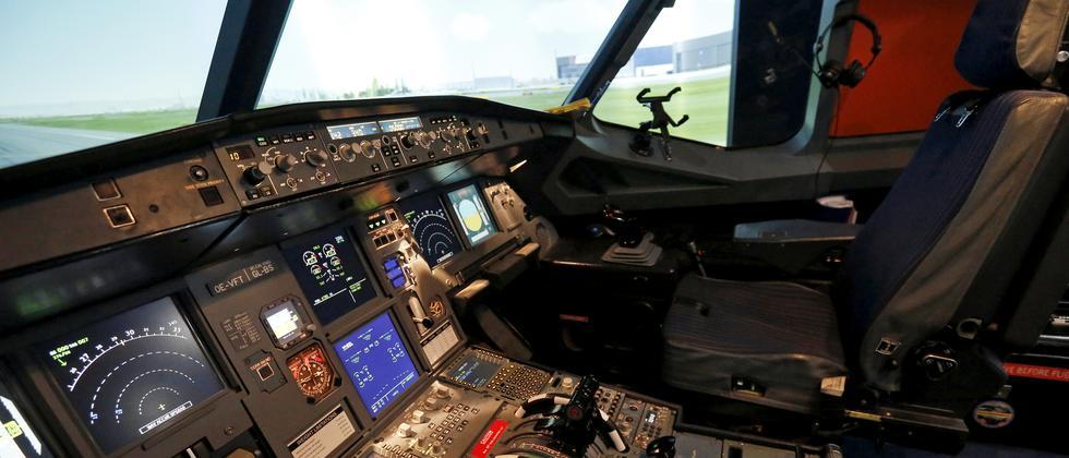 Cockpit eines Airbus A320-Flugsimulators