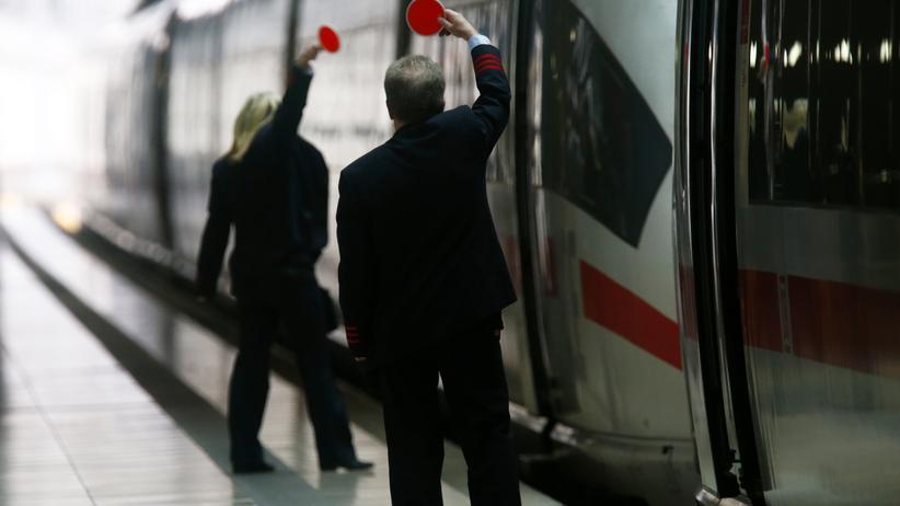 Tarifverhandlungen: Die Lokführer wollen den Druck auf die Bahn mit neuen Streiks erhöhen.
