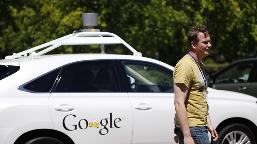 Ein selbstfahrendes Auto von Google und Projektleiter Chris Urmson