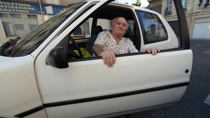 Das Durchschnittsalter der Neuwagenkäufer steigt.