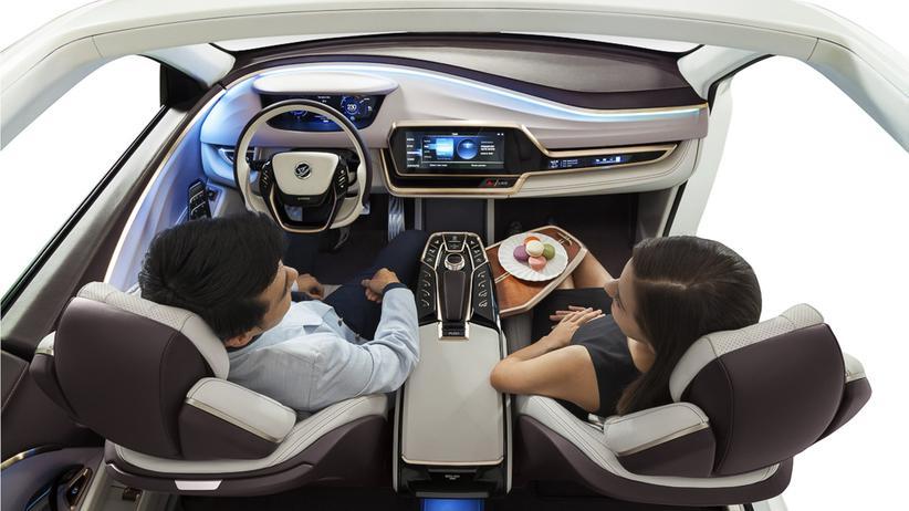 Wenn das Auto von selbst fährt, lassen sich die Sitze leicht zueinander drehen.