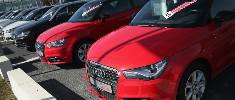 Gebrauchtwagen bei einem Audi-Händler in Berlin