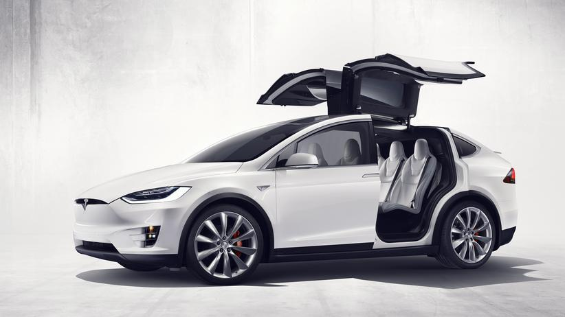 Tesla Model X mit Flügeltüren
