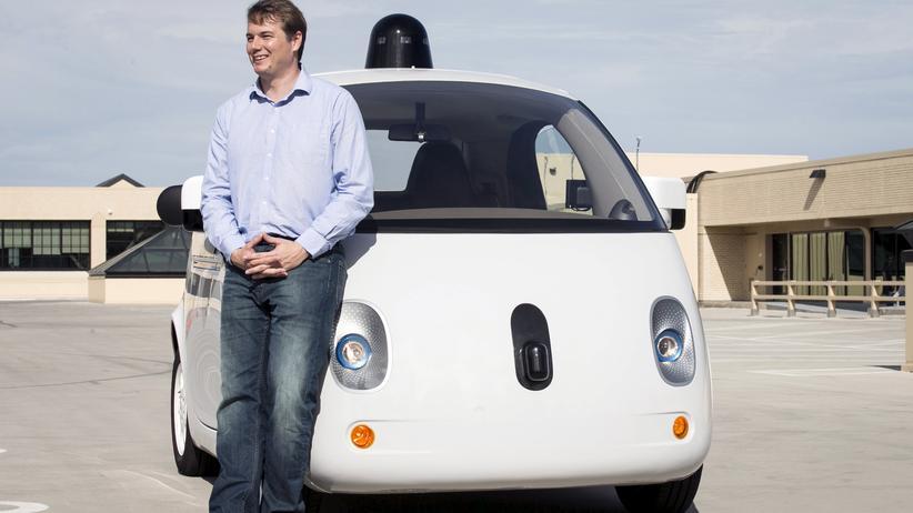 Googles Projektleiter Chris Urmson kritisiert die geplanten Regeln für autonomes Fahren in Kalifornien.