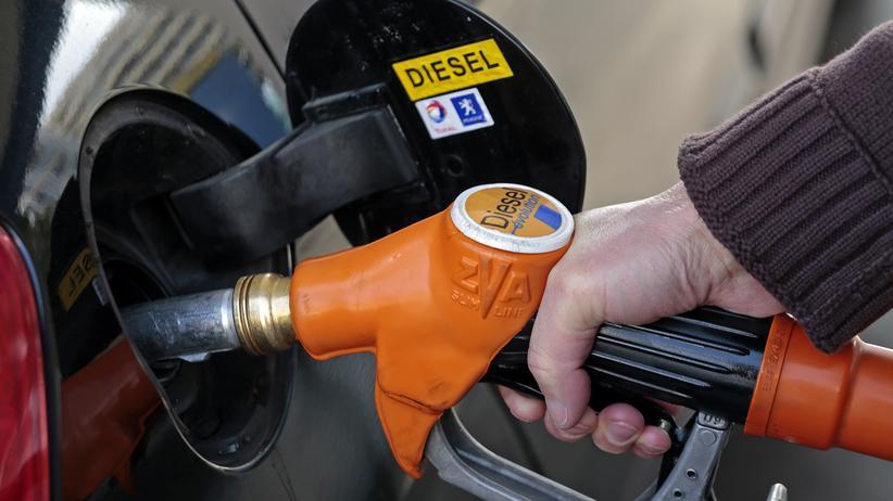 Diesel: An einer Tankstelle in Nizza