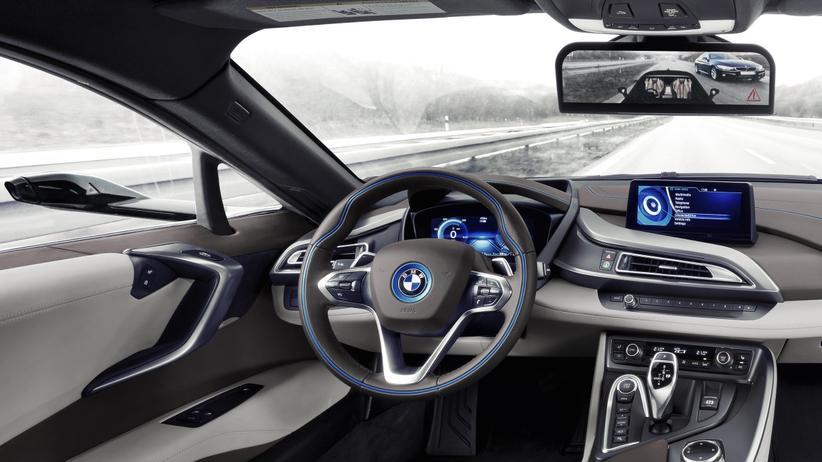 Innenraum des BMW i8 ohne Spiegel