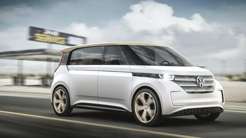 Mit einer Akkuladung soll der VW BUDD-e mehr als 500 Kilometer weit kommen.