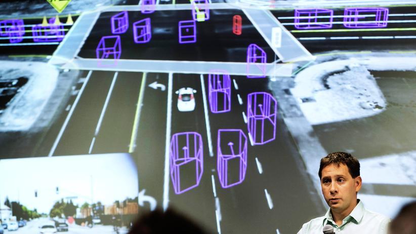 Google-Anfrage: Dmitri Dolgov, führender Ingenieur in der Software-Abteilung für Googles selbstfahrendes Auto, bei einer Pressekonferenz im September 2015