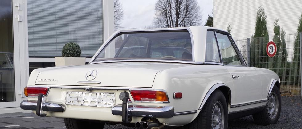 Ein Mercedes-Benz 280 SL aus den späten sechziger Jahren