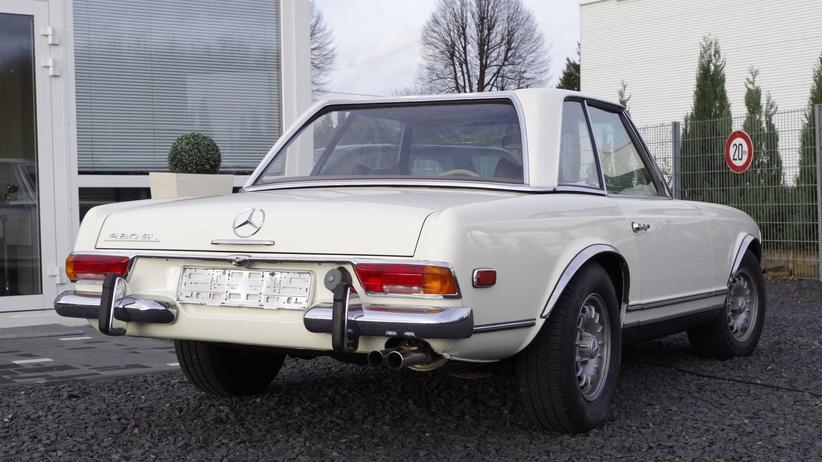 Oldtimer: Ein Mercedes-Benz 280 SL aus den späten sechziger Jahren