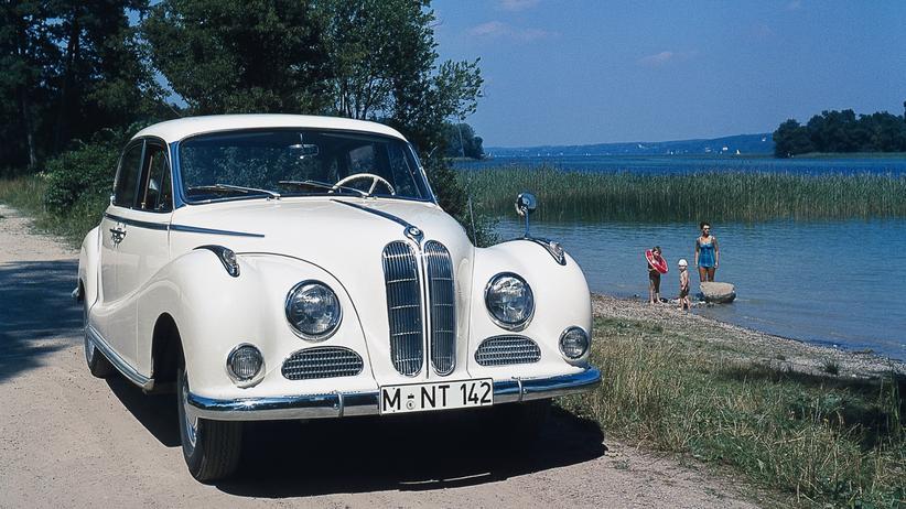 BMW: Der BMW 501/502 bekam wegen der geschwungenen Karosserieform schnell den Spitznamen Barockengel.