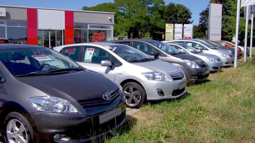 Rechte beim Autokauf: Wenn der neue Wagen klappert