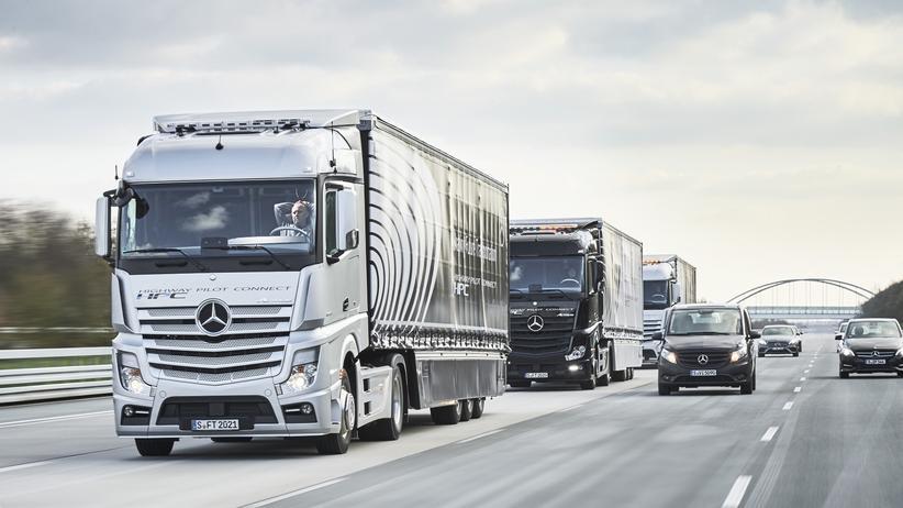 Daimler: Daimler setzt bei autonom fahrenden Lkw auf Vernetzung.