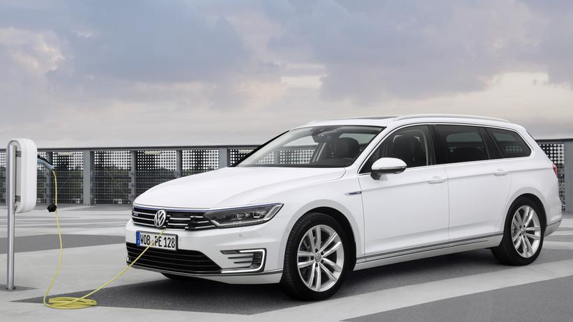 Plug-in-Hybrid: Der VW Passat GTE Variant fährt auf langen Strecken vor allem eine schwere Batterie spazieren.