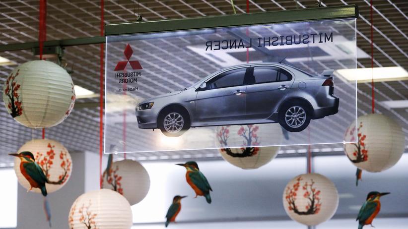 Kraftstoffverbrauch: Werbung für den Mitsubishi Lance in einem Autohaus in Moskau (Symbolbild)