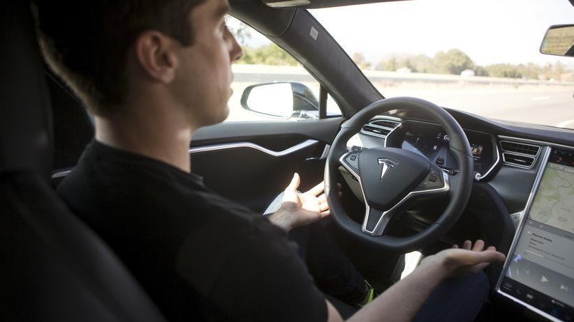 Tesla: Teslas elektronischer Chauffeur lernt dazu