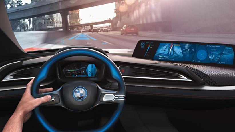Internet der Dinge: In der Vision von BMW empfiehlt der Wagen anhand von Wetter und Verkehrslage die morgendliche Route ins Büro.
