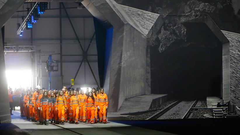 Gotthard-Basistunnel: Tanzperformance bei der Eröffnung des neuen Gotthard-Basistunnels