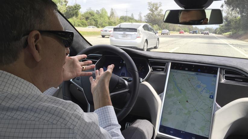 Tesla: Unterwegs im Tesla Model S mit Autopilot