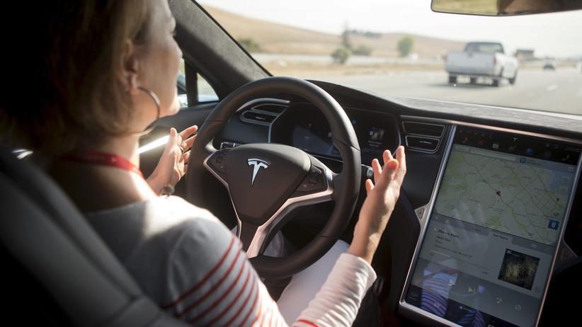 Autopilot: Fahrer im Tesla Model S dürfen sich nicht darauf verlassen, dass der Autopilot keine Fehler macht.