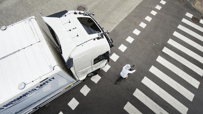 Lkw: Eine virtuelle Knautschzone um den Laster
