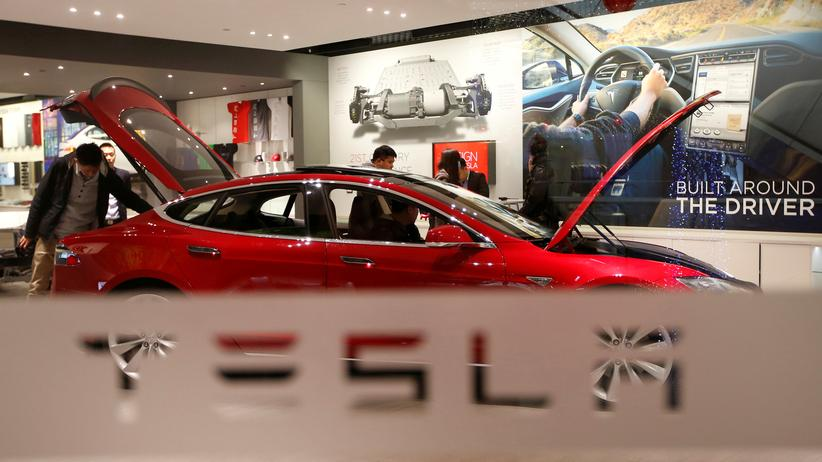 Kraftfahrt-Bundesamt: Ein Tesla-Showroom in Peking