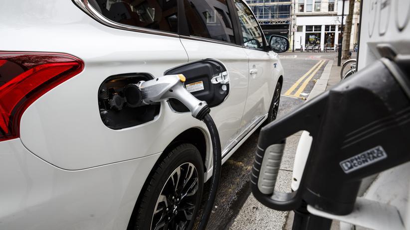 elektroautos, schnellladestationen