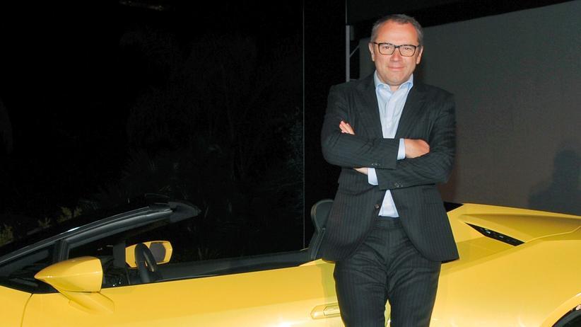 Lamborghini: Lamborghini-Chef Stefano Domenicali mit dem Huracan RWD Spyder