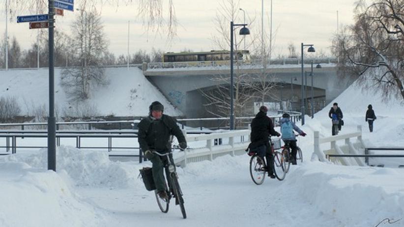 Radfahren im Winter: Radler in Oulo