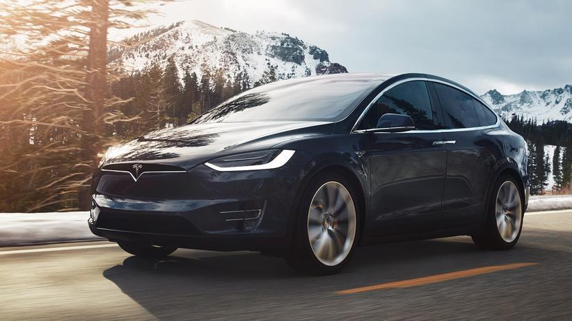 Tesla Model X: Flügeltüren für Gutbetuchte