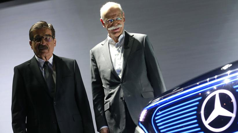 Daimler: Daimler-Chef Dieter Zetsche (r.) und der Aufsichtsratsvorsitzende Manfred Bischoff während der Hauptversammlung des Konzerns in Berlin
