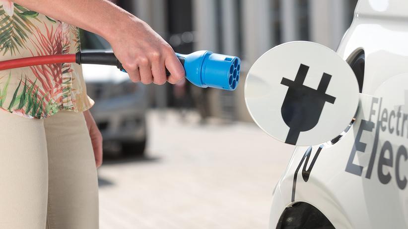 Baden-Württemberg: Autozulieferer arbeiten daran, dass Elektroautos mit einer Akkuladung möglichst weit kommen.