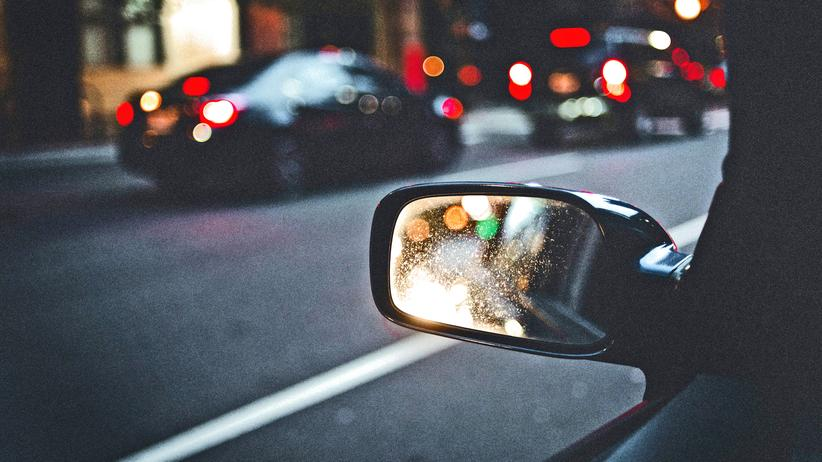 Verkehrsregeln: Rechts vor links, gilt das auch beim Rückswärtsfahren?