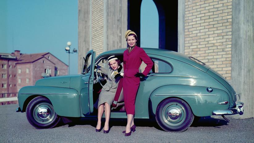 Volvo: Der Volvo PV 444 war in den späten 1940er und 1950er Jahren auch wegen des damals extravaganten Fastback-Designs ein Erfolg.
