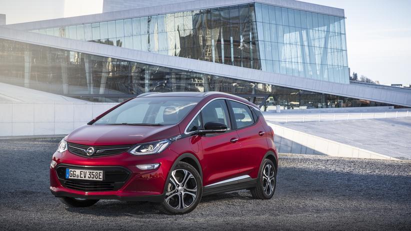 Opel: Der Opel Ampera-e vor dem Operngebäude in Norwegens Hauptstadt Oslo