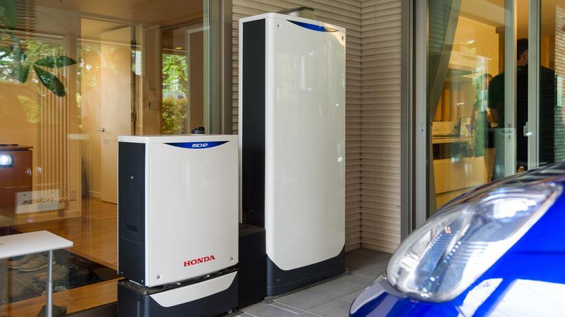 Elektroautos: Zum Smart Home System gehören eine große Ladestation im Carport sowie Strom- und Heizungseinheiten.