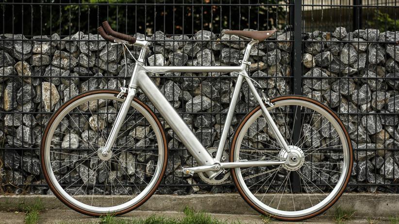 E-Bikes: Ein edles Single-Speed-Rad mit Radnabenmotor am Hinterrad