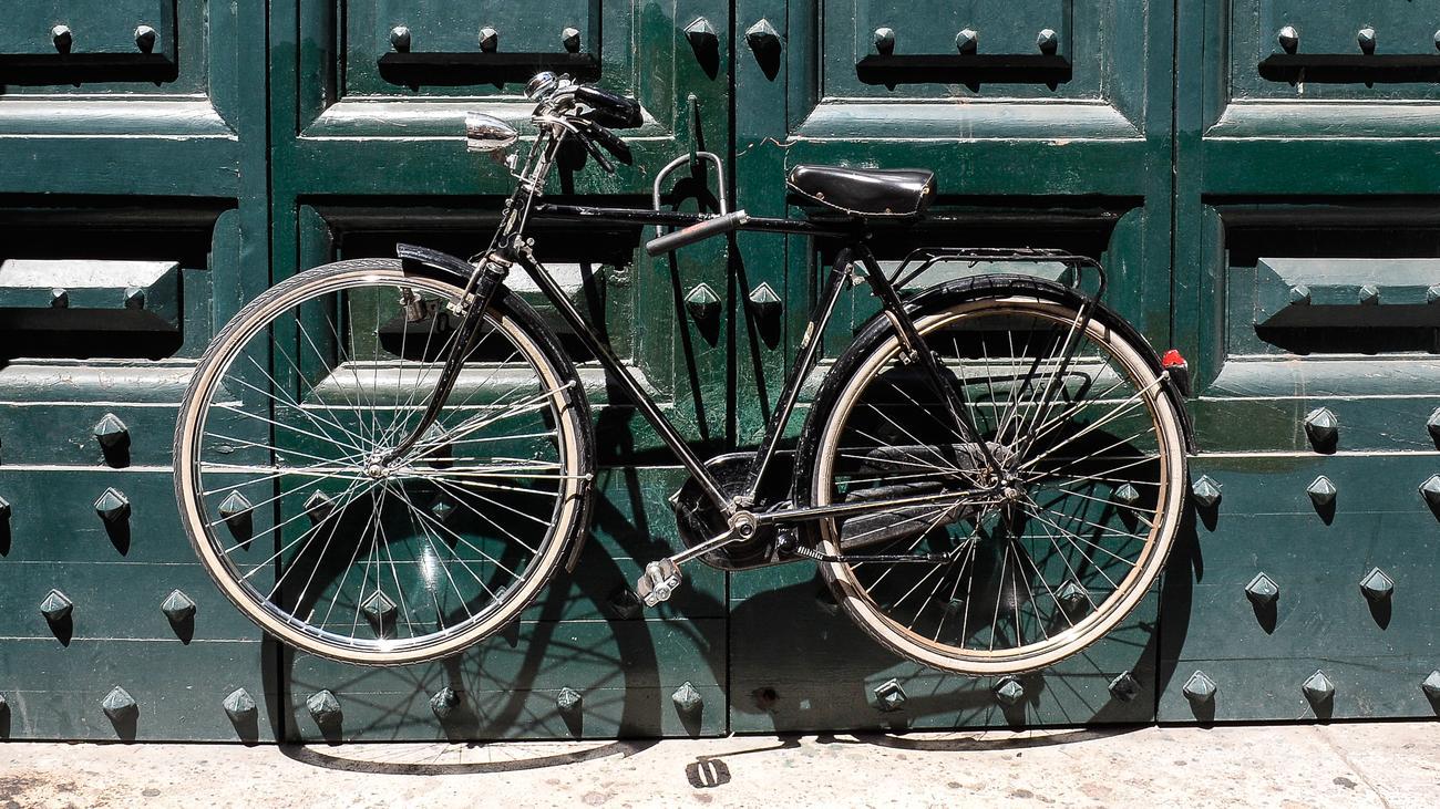 Fahrradabstellplätze: Dürfen Räder überall angekettet werden? | ZEIT ...