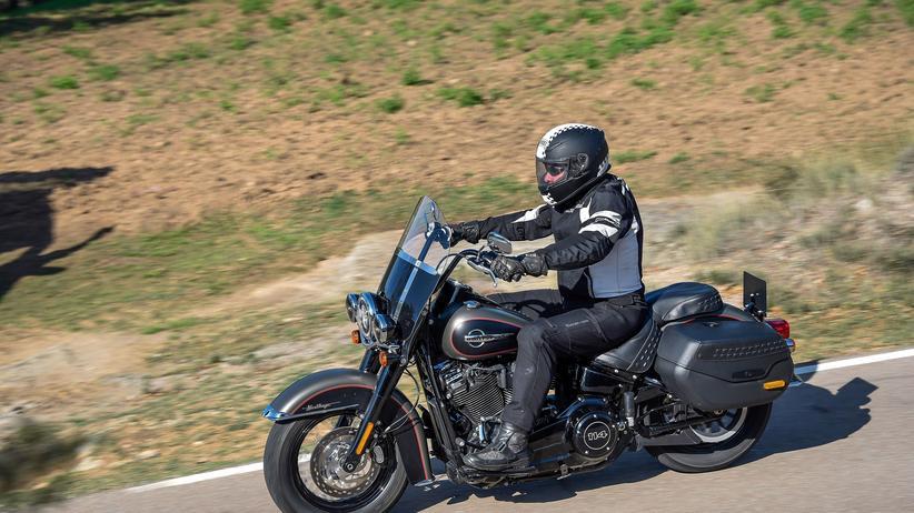 Harley Davidson: Das Modell Heritage Classic von Harley Davidson erinnert am ehesten an die klassischen Räder der Marke.