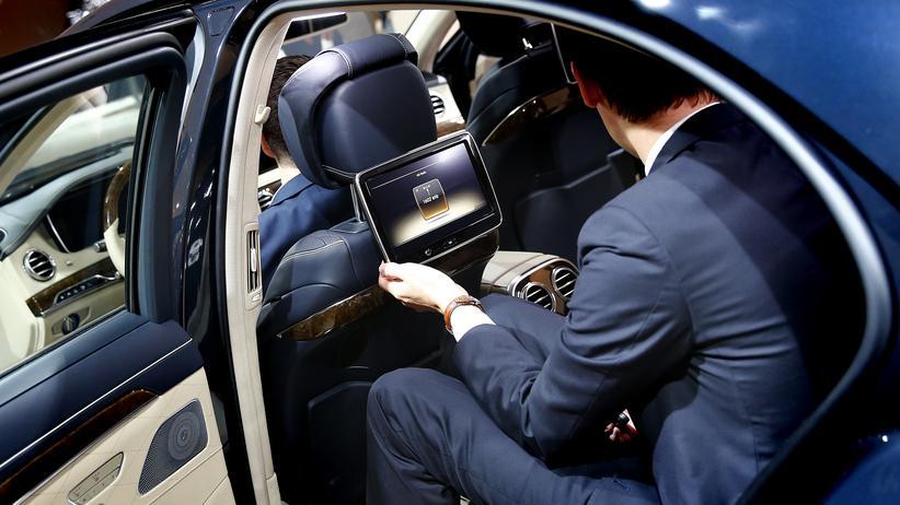 Autoindustrie: Bedienungsanleitung? Macht 24,40 Euro.