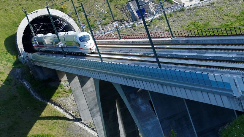 Deutsche Bahn: ICE-Zug auf der Neubaustrecke zwischen Berlin und München