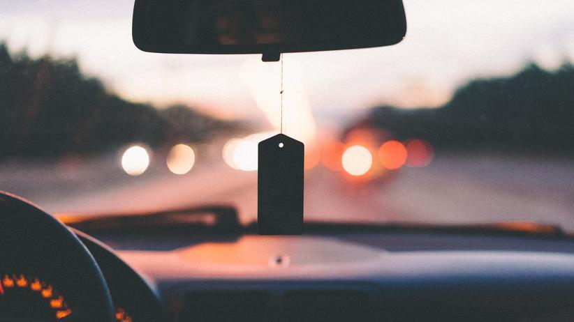LED-Scheinwerfer: 80 Prozent der deutschen Autofahrer fühlen sich von hellen Xenon- und LED-Scheinwerfern geblendet.