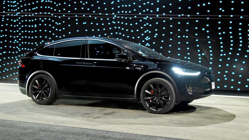 Elektroauto: Daimler leiht sich einen Tesla – und bringt ihn beschädigt zurück