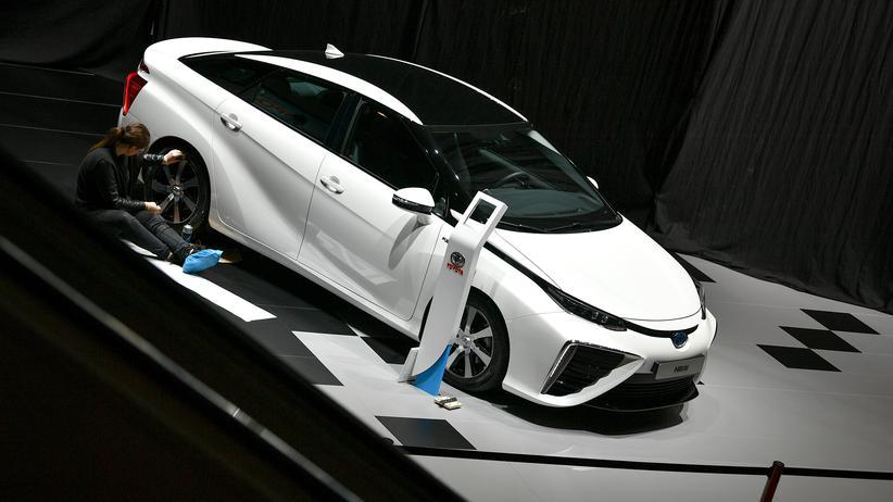 Dieselskandal: Ein Modell des Toyota Mirai wird für den Genfer Autosalon vorbereitet.