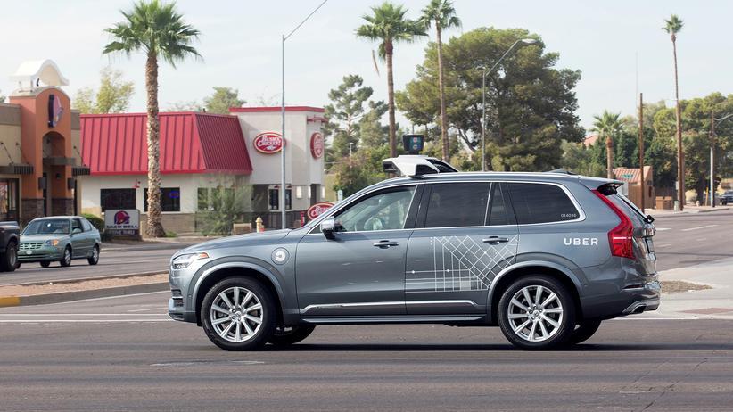 Uber: Frau von selbstfahrendem Uber-Fahrzeug getötet