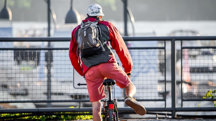 Autofahren: Fahrrad statt Auto: Viele Städterinnen und Städter setzten auf Alternativen zum Pkw-Besitz.